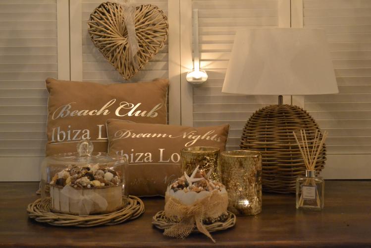 Lamp, Kussens & Tjess Home